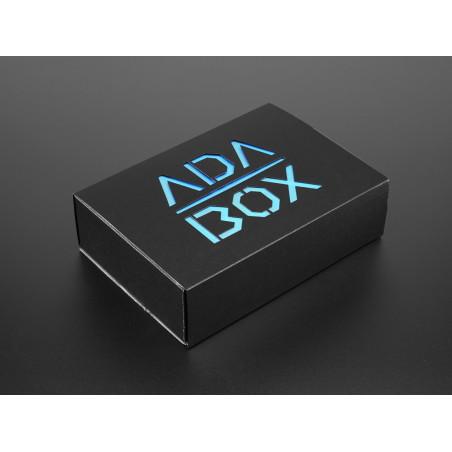 Adafruit AdaBox001 - Vítejte ve světě Adafruit Feather