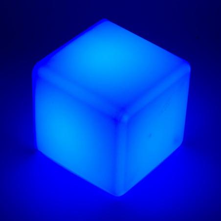Barevně svítící interaktivní kostky